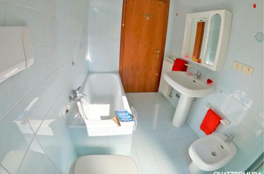 Ampio e luminoso bagno