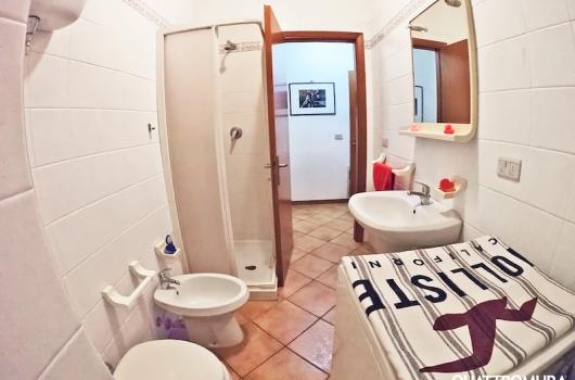 Secondo bagno con cabina doccia