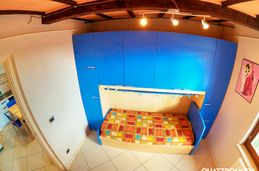 Prima camera, ampia e luminosa dotata di armadio spazioso e letto singolo