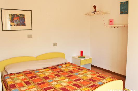 Prima camera composta da due letti/letto matrimoniale, scrivania e armadio spazioso