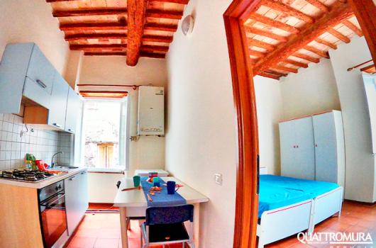 Panoramica cucina abitabile e camera