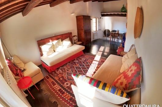 Stanza al quarto piano con due divani convertibili a letto