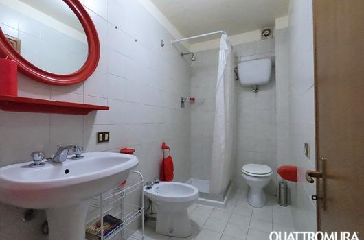 Ampio bagno dotato di doccia