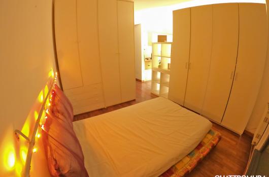 Camera con armadio spazioso